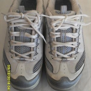 WOMEN'S SKETCHER SHAPE UPS SIZE 8.5